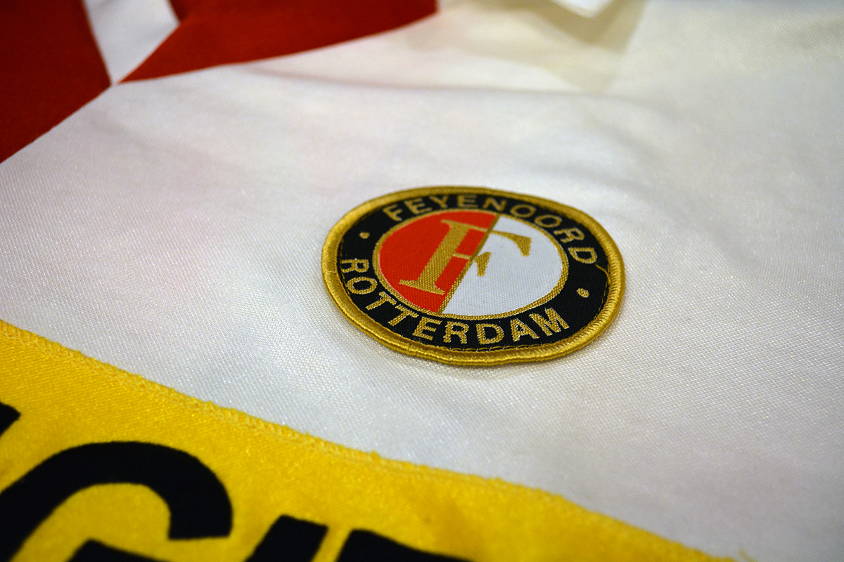 1983 - 1984, PUMA Feyenoord Thuisshirt, Sponsor Gouden Gids (5)