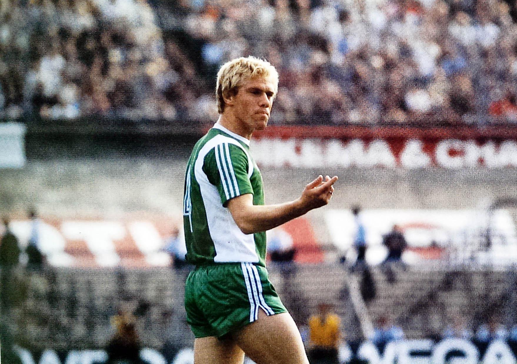 Ajax - Feyenoord, 4 september 1977 (2-2) - Wim Rijsbergen in actie